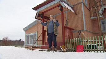 Марина Салье возле дома в Ладино