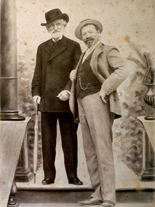 Верди (слева)